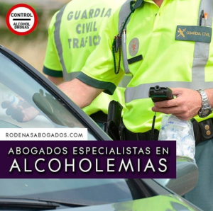 Guardia civil haciendo un control de alcoholemia